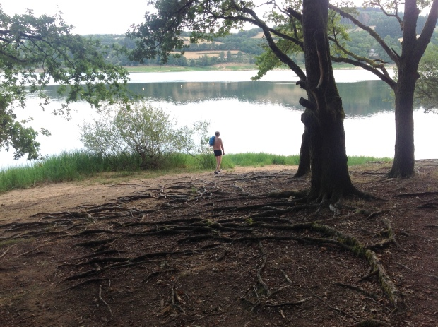 Montigny path lake